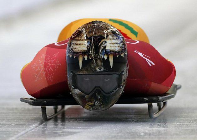 Ghanský skeletonista Akwasi Frimpong se spustil poprvé do ledového koryta během olympijského závodu.