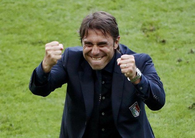 Italský trenér Antonio Conte se raduje z postupu přes Španělsko do čtvrtfinále.