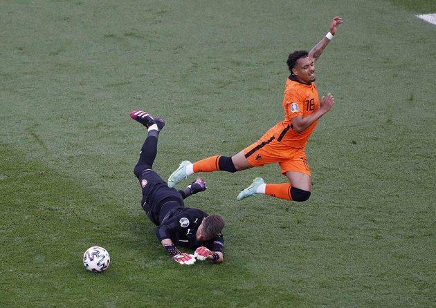 Donyell Malen měl obrovskou šanci vstřelit první gól zápasu, ale Tomáš Vaclík byl proti