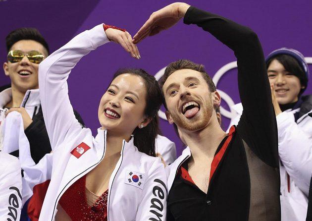 Min Ju-ra a Alexander Gamelin z Koreje už vysmátí po krátkém tanci.