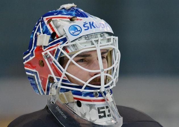 Brankář Alexander Salák při tréninku české hokejové reprezentace před druhým zápasem s Ruskem.