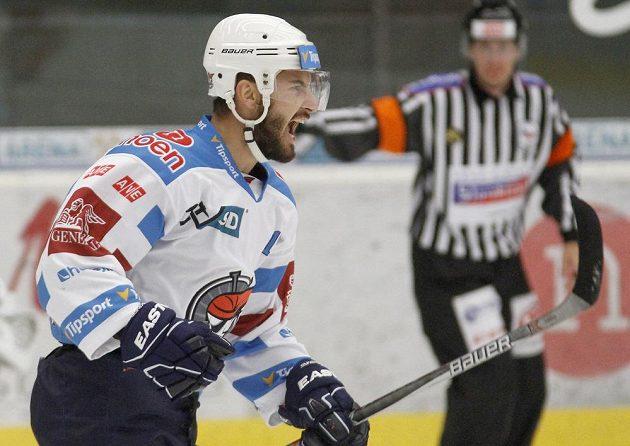 Chomutovský hráč Dávid Skokan se raduje z gólu.