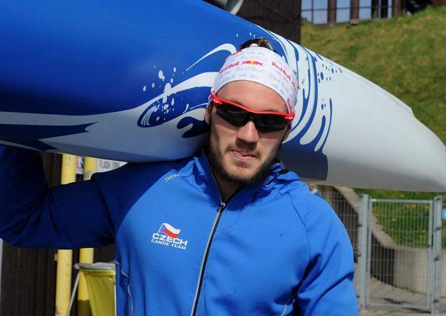 Martin Fuksa s vítěznou kanoí.