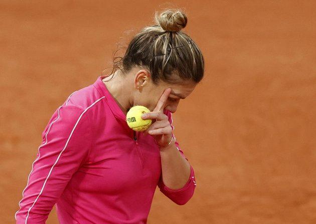 Simona Halepová v utkání s Igou Swiatekovou.