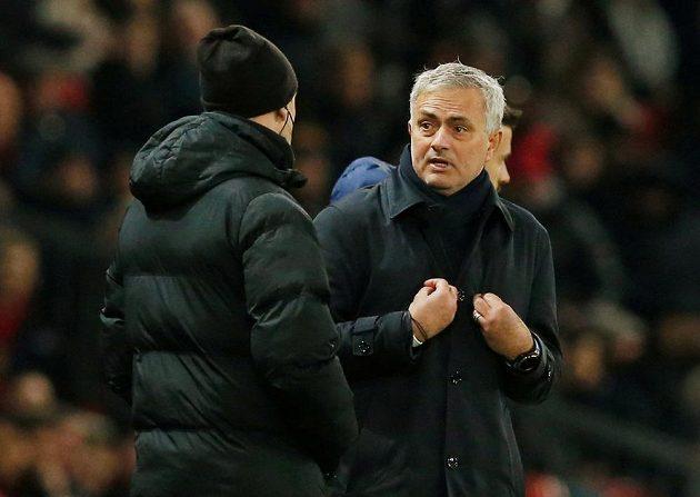Já že za to můžu? jako by se ptal José Mourinho, nový kouč fotbalistů Tottenhamu.