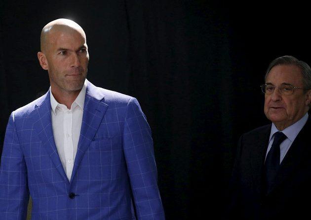 Nový trenér Realu Madrid Zinédine Zidane (vlevo) a prezident klubu Florentino Pérez.