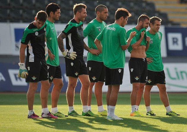 Fotbalisté Betisu Sevilla na předzápasovém tréninku v Jablonci.