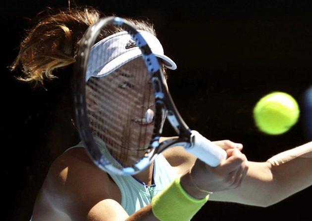 Španělská tenistka Garbiňe Muguruzaová při zápase s Coco Vandewegheovou.