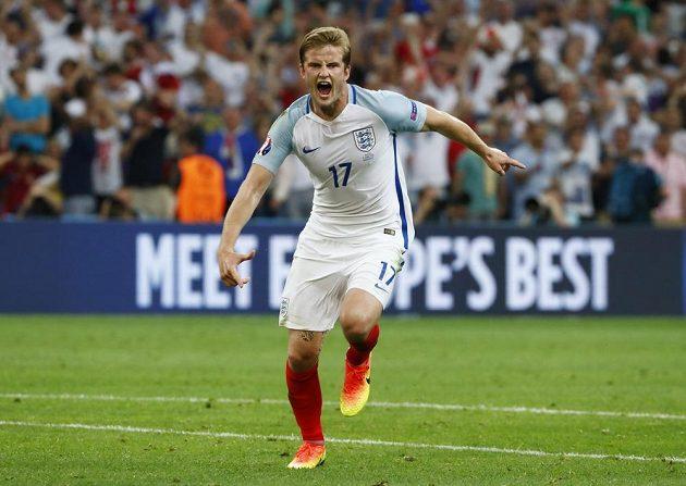 Záložník Anglie Eric Dier slaví svůj gól proti Rusku.