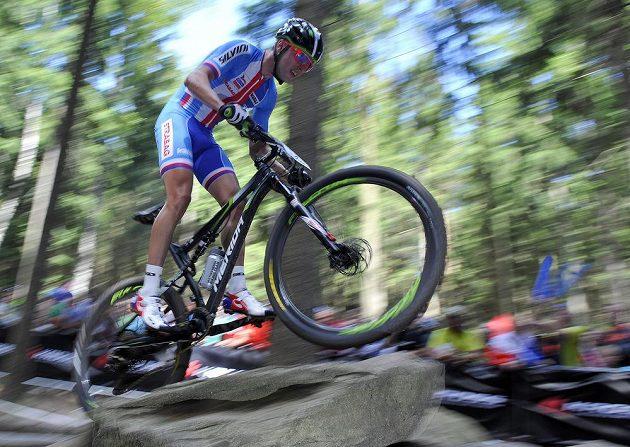 Český biker Ondřej Cink během závodu MS horských kol v Novém Městě na Moravě.