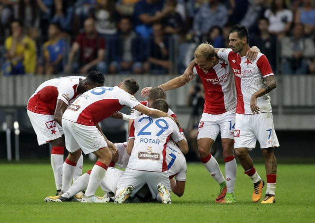 Je vyrovnáno - 1:1! Radost fotbalistů Slavia
