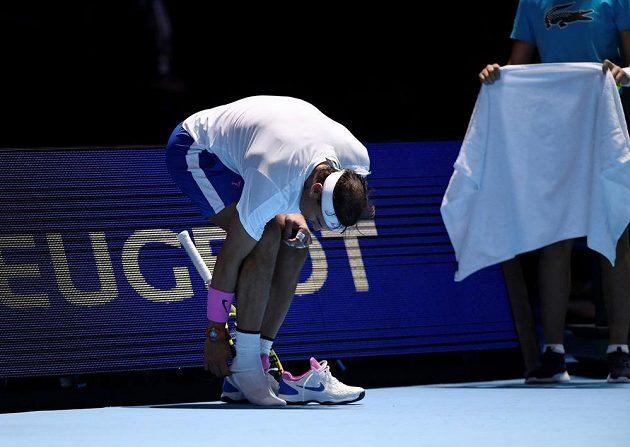 Španělský tenista Rafael Nadal během utkání s Rusem Daniilem Medveděvem na Turnaji mistrů.