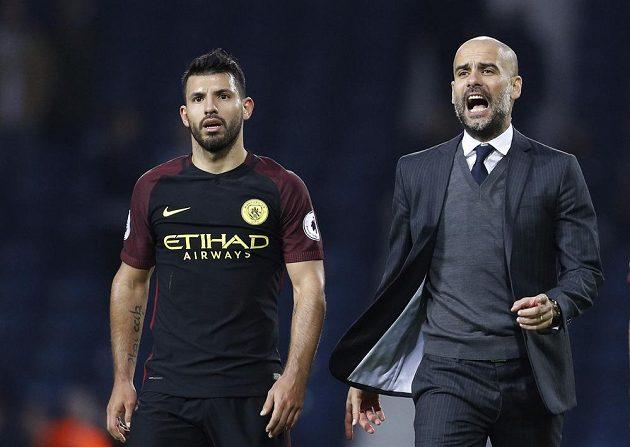 Kouč Manchesteru City Pep Guardiola a útočník Sergio Agüero po hladké výhře na hřišti West Bromwiche.