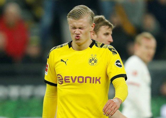 Kanonýr Borussie Dortmund Erling Braut Haaland a jeho gesto po zahozené šanci.