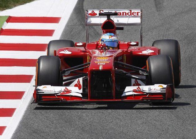 Fernando Alonso se svým ferrari vyhrál Velkou cenu Španělska.