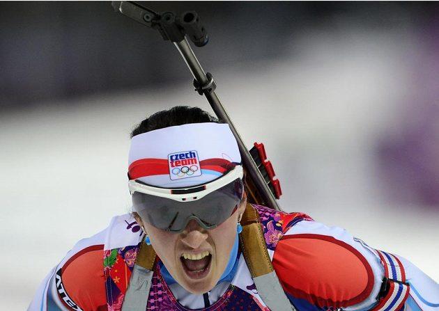 Česká biatlonistka Veronika Vítková v cíli intervalového závodu na 15 km.