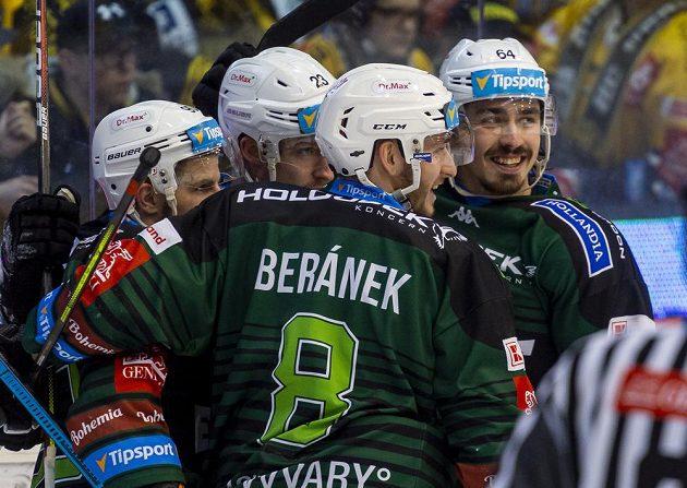 Martin Rohan, Tomáš Mikúš, Ondřej Beránek a Martin Kohout z Karlových Varů se radují z gólu.