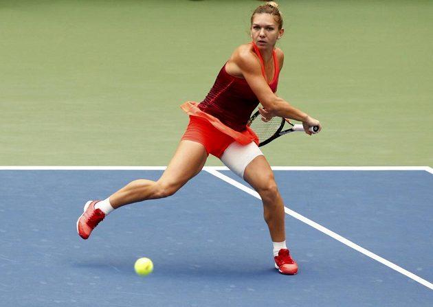 Rumunka Simona Halepová v semifinále US Open s Flavií Pennettaovou z Itálie.