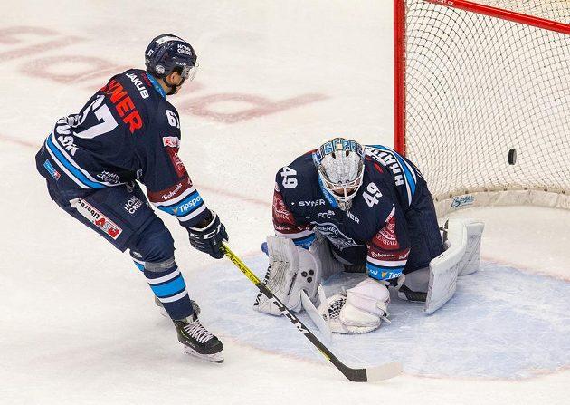 Liberecké hokejové duo Tomáš Hanousek a brankář Dominik Hrachovina.