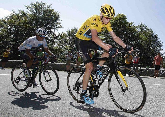 Ani Kolumbijec Nairo Quintana (vlevo) nestačil tempu Chrise Froomea, který ještě zvýšil náskok v čele Tour de France.