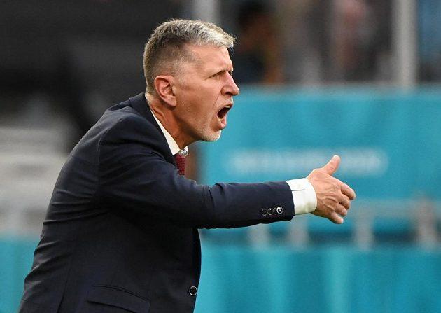 Trenér české fotbalové reprezentace Jaroslav Šilhavý gestikuluje během osmifinále EURO s Nizozemskem.