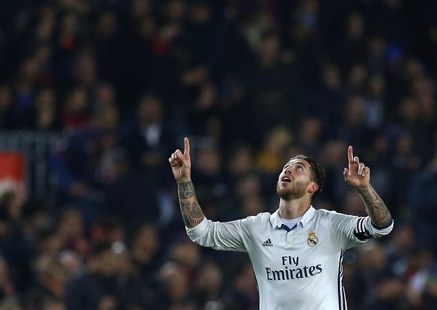 Sergio Ramos z Realu Madrid po vyrovnávací brance proti Barceloně.