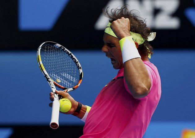 Oslavné gesto Rafaela Nadala v utkání s Tomášem Berdychem na Australian Open.