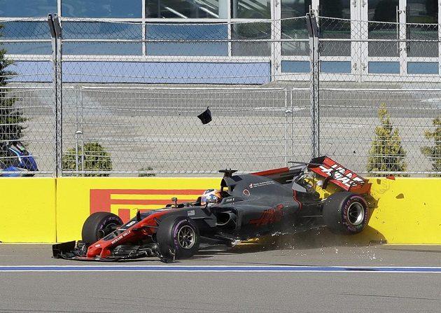 Karambol Romaina Grosjeana na Velké ceně Ruska.