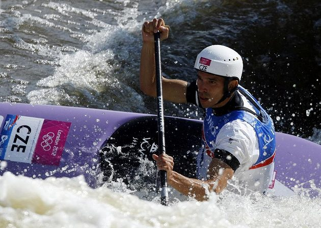 Stanislav Ježek ve finálovém závodu kategorie C1 na mistrovství světa ve vodním slalomu v pražské Troji.