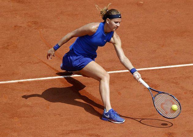 Lucie Šafářová v zápase s Australankou Samanthou Stosurovou na French Open.
