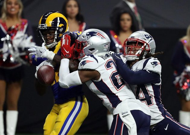 Finále zámořské NFL nabídlo hodně defenzivní boj, nakonec Super Bowl vyhrál tým New England Patriots.