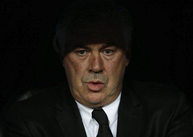 Zamyšlený kouč vítězů Carlo Ancelotti.