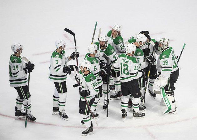 Radost hokejistů týmu Dallas Stars po výhře nad Rytíři z Vegas.