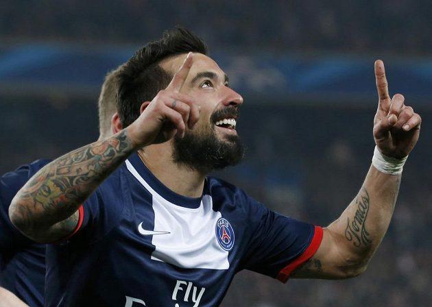 Útočník Paris St. Germain Ezequiel Lavezzi slaví gól v síti Leverkusenu.