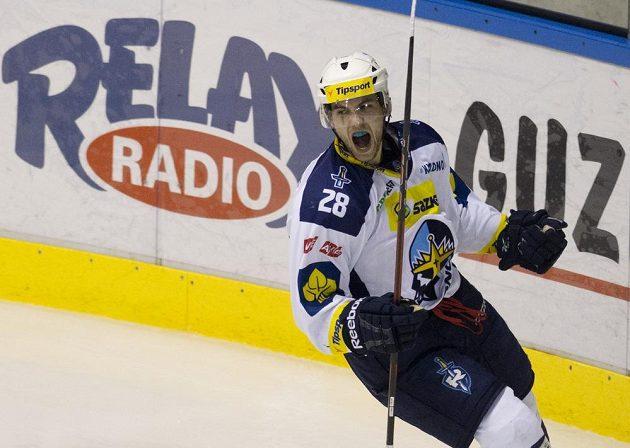 Kladenský útočník Jan Dalecký se raduje z gólu proti Karlovým Varům.