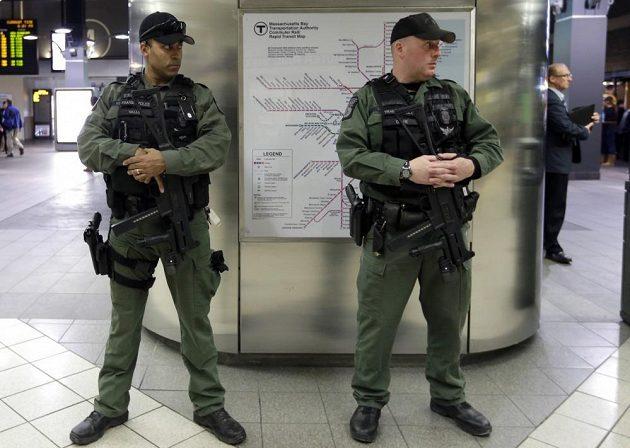V hale TD Garden hlídkovali během utkání Bostonu s Buffalem ozbrojení policisté.