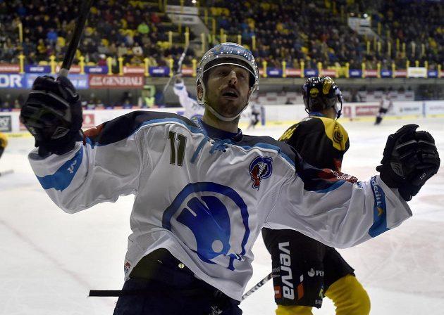 Plzeňský Michal Moravčík se raduje z gólu proti Litvínovu.
