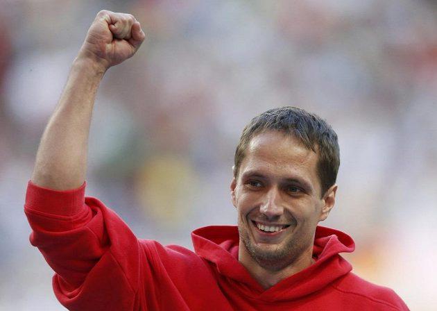 Vítězné gesto oštapaře Vítězslava Veselého po finále v Moskvě.