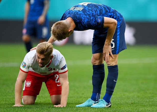 Slovak football representative Tomáš Hubočan apologizes to Polish opponent Kamil Jozwiak during the EURO match.