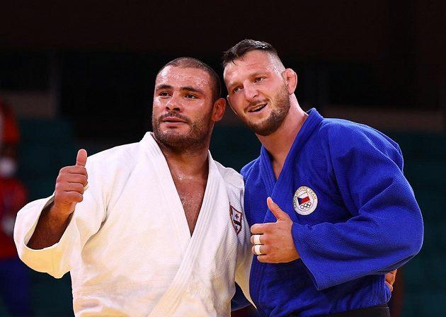 Krpálek si ve finále poradil s Gruzíncem Tušišvilim (vlevo)