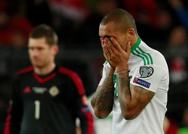 Severním Irům zbyly jen oči pro pláč, na snímku Josh Magennis po utkání ve Švýcarsku.