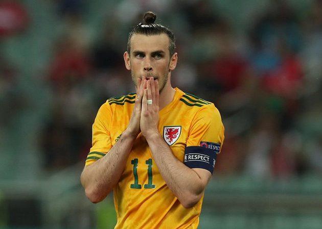Velšan Gareth Bale po neproměněné penaltě proti Turkům.