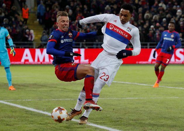 V osmifinále Evropské ligy se utkaly také ruský CSKA Moskva a francouzský Olympique Lyon. V souboji bojují Pontus Wernbloom z CSKA a Kenny Tete z Lyonu.