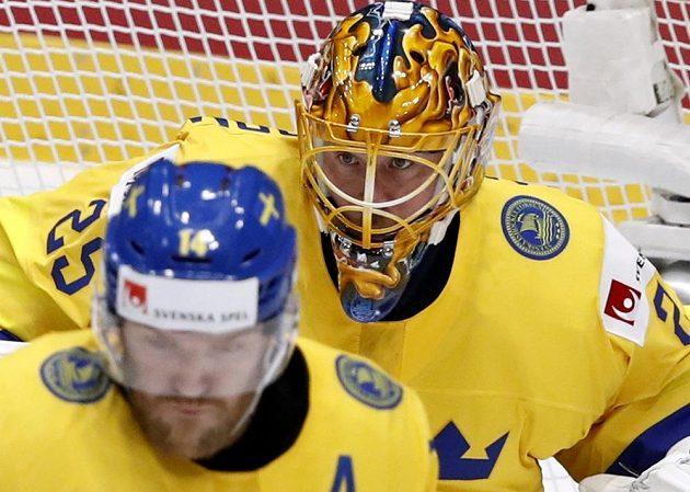 Švédský brankář Jacob Markström v akci.