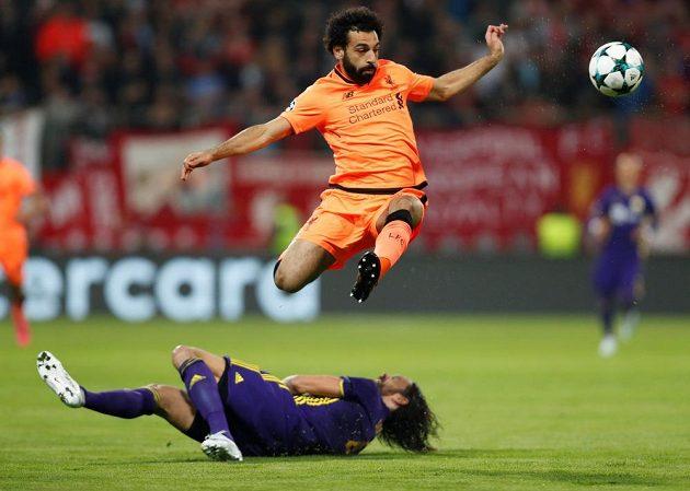 Mohamed Salah (nahoře) z Liverpoolu v akci.