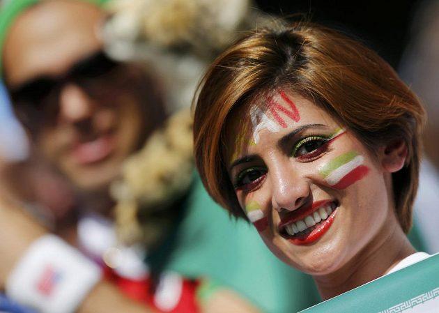 Íránská fanynka před výkopem duelu proti favorizované Argentině.