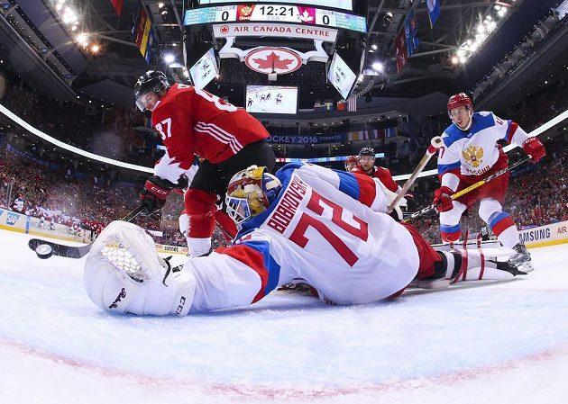 Ruský brankář Sergej Bobrovskij (72) nedosáhl na střelu kanadského kapitána Sidneyho Crosbyho (87).