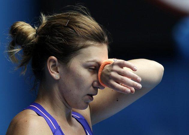 Smutná Simona Halepová po porážce s Jekatěrinou Makarovovou ve čtvrtfinále Australian Open.