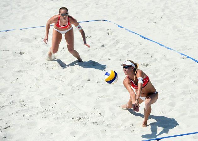 Kristýna Kolocová a Markéta Sluková (vpravo) na turnaji v Praze.