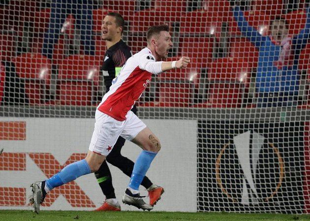 Slávista Jaromír Zmrhal se raduje z gólu proti Petrohradu.